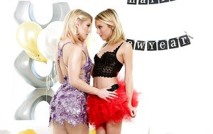 Lesbians Ash Hollywood and Dakota Sky are humping so freaking hot