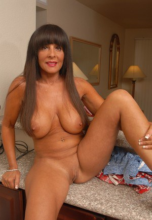 Uk mature mom with saggy tits and hairy cunt - 2 7