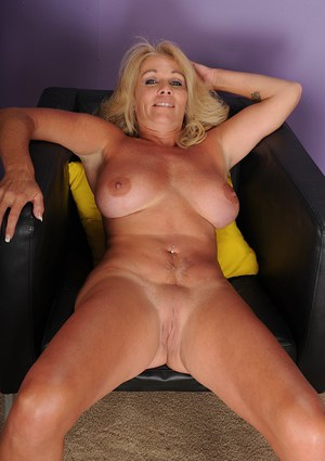 Mature babe Crystal Taylor spreading her legs and shaved puss