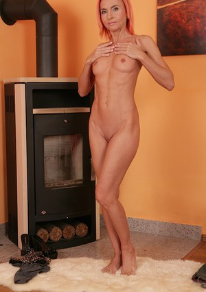 Milf babe Klarisa Hot shows off her amazing accurate-looking muff