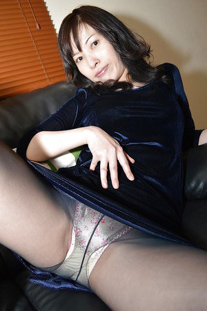 Asian brunette Michiru Saeki is stretching her accurate vafina