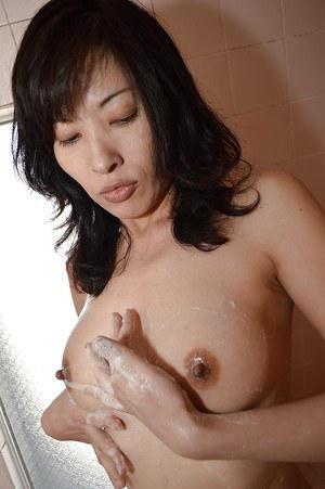 Slender Asian Michiru Saeki demonstrates her awesome naked shape
