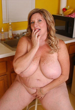 Fatty mature Deedra sucks her dildo in the kitchen after cooking