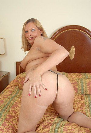Astonishing mature Alexys reveals her naked fat shape on cam