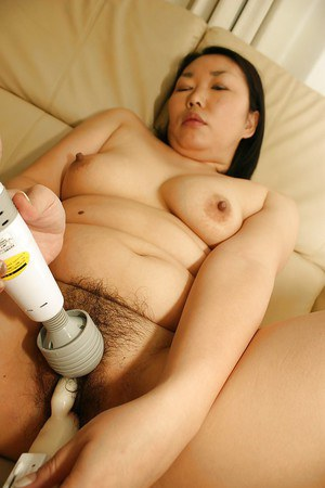 Hottest Asian milf Tamaki Shimai plays with her hardcore vibrators