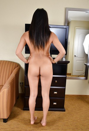 Long-legged Asian Angelina Chung is showing her awesome shape