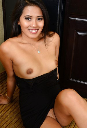 Spicy as fuck Asian babe Angelina Chung demonstrates her flexy shape