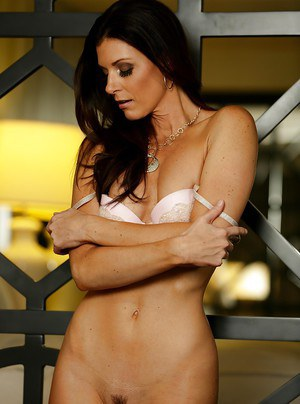 Babe milf India Summer is undressing like a hot pornstar on cam