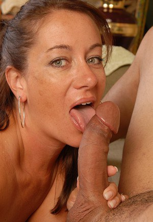 Hot mature Silvia swallows this pretty big cock in close-up!