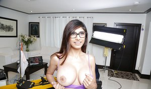 Big-tit Mia Khalifa demonstrates her amazing juicy vagina and tits