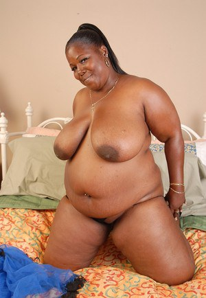 Stunning fatty ebony mature Subrina touches her completely bald hole