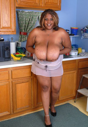 Mature ebony Minxx takes off her white sleepwear in the kitchen