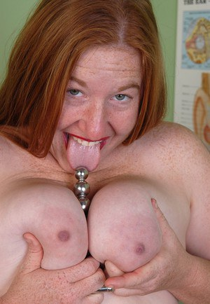 Fatty mature Keno demonstrates her lovely big nipples and hairy hole