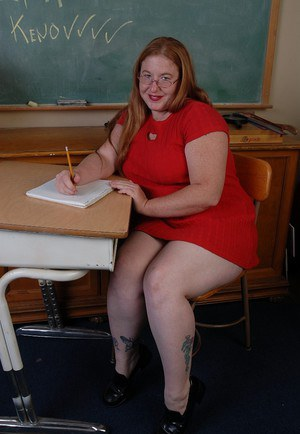 Hot mature Keno undresses her red dress in the classroom so hot