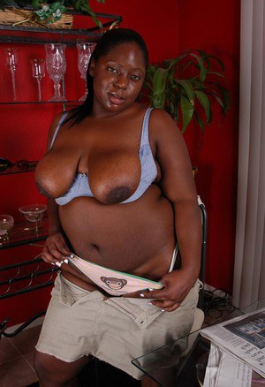 Fatty ebony mature Dynasty is playing with her tight hole on cam