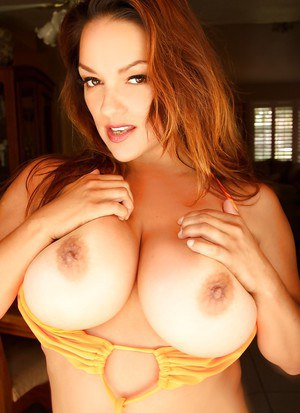 Babe with big boobies Monica Mendez poses topless like pornstar