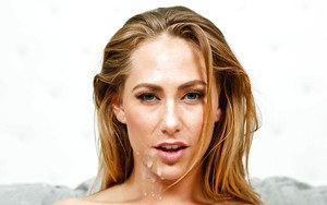 Spicy as fuck blonde Carter Cruise is sucking dick with no hands