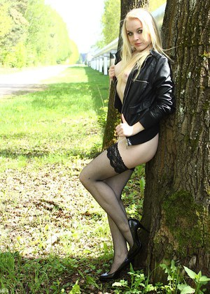 Teen blonde Bella Lei is posing naked outdoors in front camera