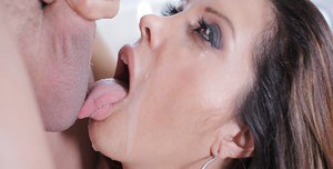 Mature Latina Francesca Le is being fucked deep in her tight asshole