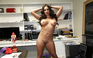 Mature brunette demonstrates her pretty gorgeous naked body
