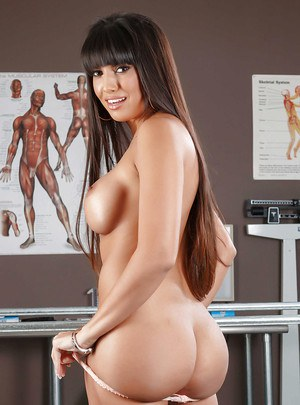 Beauty Latina Mercedes Carrera demonstrates her amazing ass