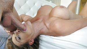 Latina with full lips Corinna Blake is swallowing sperm load!