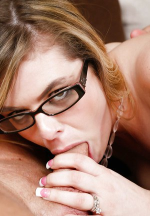 Milf in glasses Kendra Lynn is riding on his huge hard prick