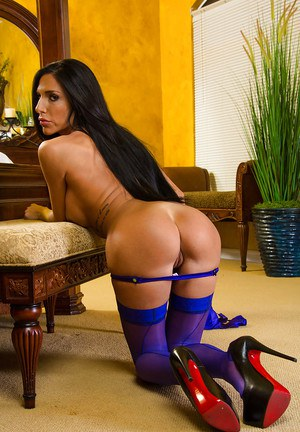 Remarkable show from a horny brunette Jaclyn Taylor, a hot babe in blue lingerie