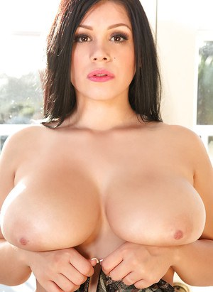 Curious fatty Satinee Capona presents her big tits to the world