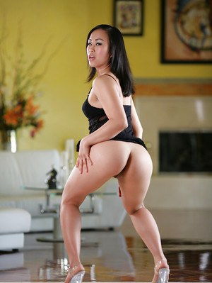 Yummy Asian babe Bella Ling spreads her shaved cranny on the floor