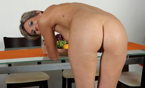 Sweet mature blonde Melanie finds it easy to undress on camera