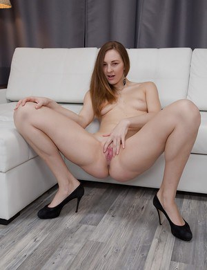 Sultry young woman Ariadna squirts passionately on the floor