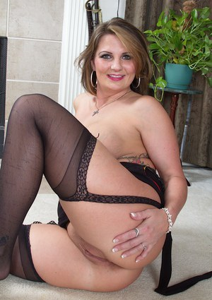 Courteous milf Cherrie Dixon has so much fun with her own pussy