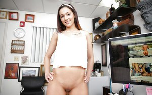 Office babe Jaye Summers takes a challenging task of masturbation