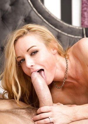 Accomplished pornstar Kayden Kross sucks cock like first-class master