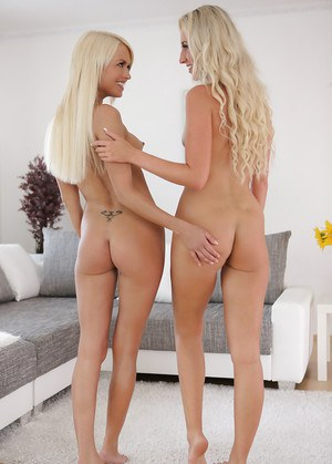 Lesbian teen Jenny Simons does pussy lick for gentle Lena Love