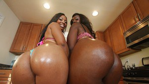 Bootylicious milfs Anita Pieda and Serena Cakes show off their buns
