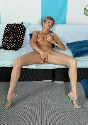 Mature babe Melanie masturbating her aged sex box vigorously