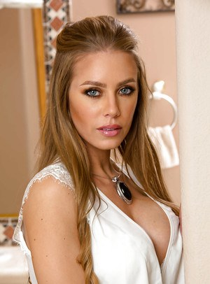 Pornstar babe Nicole Aniston spreading wet pussy in high heels