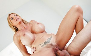 Hardcore close up ass fucking of tattooed mature blonde Brooke Tyler