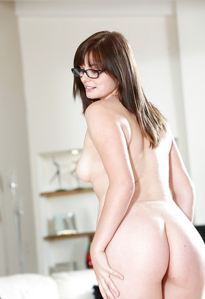 She only leaves her glasses on as babe Alice Nysm stretches her twat
