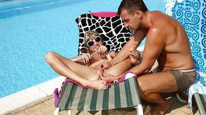Amateur girl Gina Gerson kissing and getting bunghole fucked outdoors