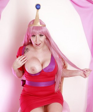 Cosplay cutie Yuffie Yulan posing in tight fitting dress and heels