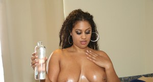 Ebony first timer Raquel Savage bares big phat ass and tattoos