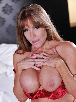 Older pornstar Darla Crane unleashing her incredible massive tits