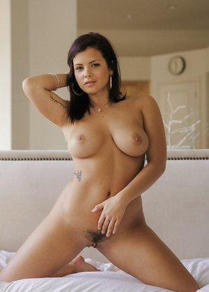 Busty young hottie Keisha Grey shows off her nice all natural hooters