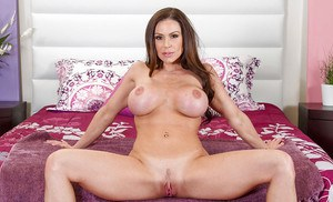 Sizzling mom Kendra Lust never gets tired of the stares her body gets