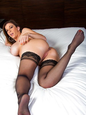 Slipping out of her lingerie MILF Sara Jay exposed her curvaceous body