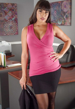Latina bombshell Mercedes Carrera takes off her uniform at the office