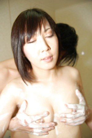 Asian MILF Yuka Midorikawa bathes with her lover and enjoys a hot fuck